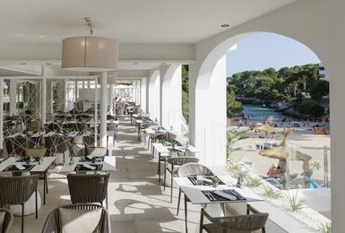 Terraza Hotel AluaSoul Mallorca Resort (Solo Adultos) Cala d'Or, Mallorca